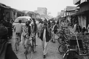 女性の姿が見えないカンダハルのストリート。