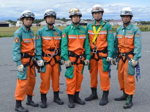 特殊救助隊の隊員たち。中央が杉本巡査部長