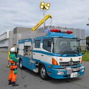 救出現場に向かう際に乗り込む「レスキュー車」。クレーンや大型ライトなど、災害現場での活動を想定した多彩な装備がつく
