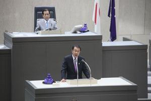 平成25年8月8日 東京都議会の議長就任した吉野氏
