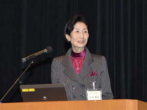 JFMA  FORUM  2014で講演する坂本さん