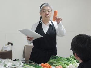 ニンジンとネギの食べ比べが行われた伝統野菜ワークショップ