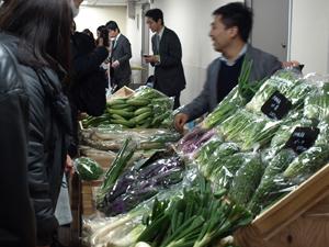 伝統野菜の直売会も大盛況