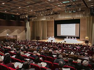都民を対象とした医療情報提供のため、平成14年度より毎年1回開催している都民公開講座