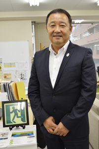 『ルナウェア』の製造販売を手がける、コドモエナジー株式会社の岩本泰典代表取締役社長