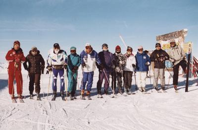 今年50周年を迎えた杉山スキー&スノースポーツスクールでは今も指導を続けている