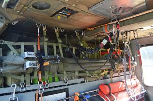 救助機「UH-60J」内の様子