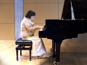 今も現役ピアニストとして演奏会を開催