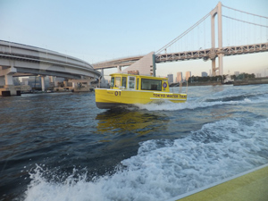 舛添知事も試乗した水上タクシー