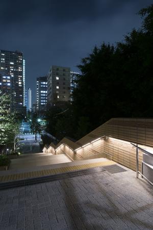品川区のパークシティ大崎にてLED照明付きステンレス手摺を施工