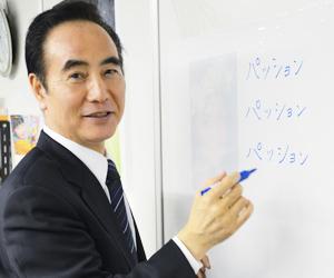 「ライティングシート」に座右の銘を書き込む、光和インターナショナル代表取締役の細貝和則社長