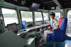護衛艦「やまぎり」の艦橋内部の様子