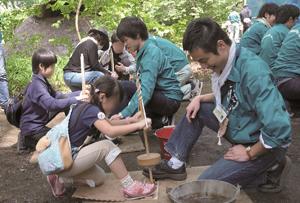 東京都埋蔵文化財センターでは火おこし体験などイベントも開催