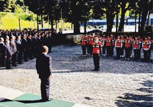 2016年4月19日にきずな隊1次部隊が熊本へ向かった。写真はその出発式の様子(提供:警視庁)