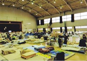 きずな隊が訪れた避難所の内部(提供:警視庁)
