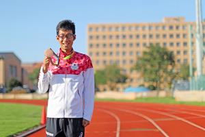 リオ五輪後、日本競歩界初となる銅メダルとともに(提供:自衛隊体育学校)写真はその出発式の様子(提供:警視庁)