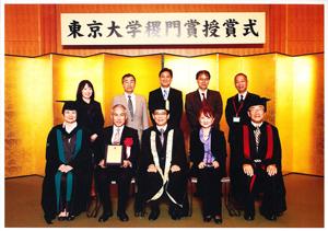 2010年、長島氏の寄付により「長島雅則奨学基金」を設立されたことが高く評価され、「稷門賞(しょくもんしょう)」が贈呈された