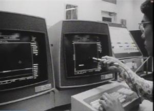 コンピュータの最先端の環境で論文のプロジェクトに没頭