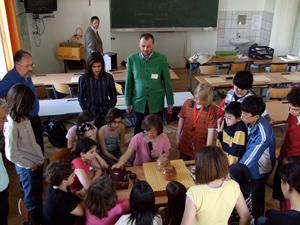 『文化交流使』として文化庁から派遣され、ウイーンの小学校で囲碁を指導