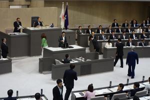 正副議長選挙の投票が行われた(8日)