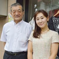 左が株式会社インセクトシールドジャパンの松永孝治代表取締役社長、右が「認定説明員」である正規代理店Natura  Luanaの荘司裕佳子代表