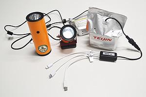 「水電池」は、懐中電灯(左、中)やスマホ用充電器(右)など幅広い防災商品に用いられている