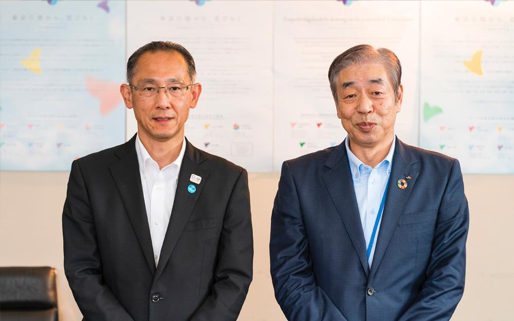 城田恆良代表理事会長(右)と山田則人部長