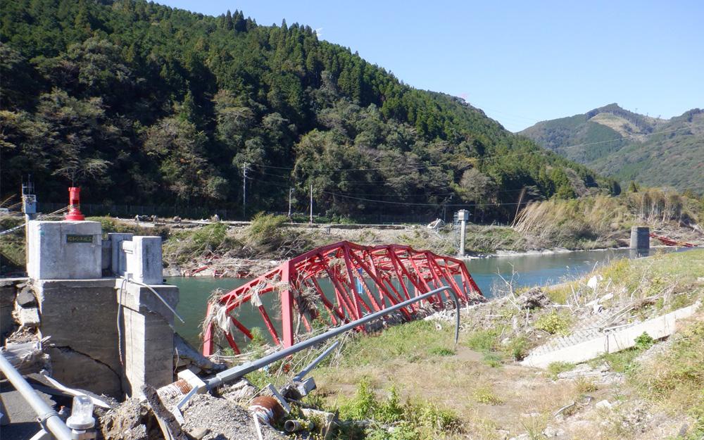 熊本県球磨村の相良橋流出の現場を視察
