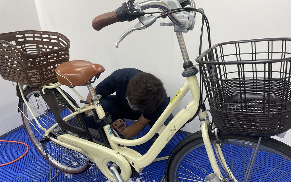 本格的なロードバイク等の自転車はもちろん、いわゆる「ママチャリ」と呼ばれる日常自転車の洗車にも対応。写真は「SENSHA Bicycle 横浜」にて